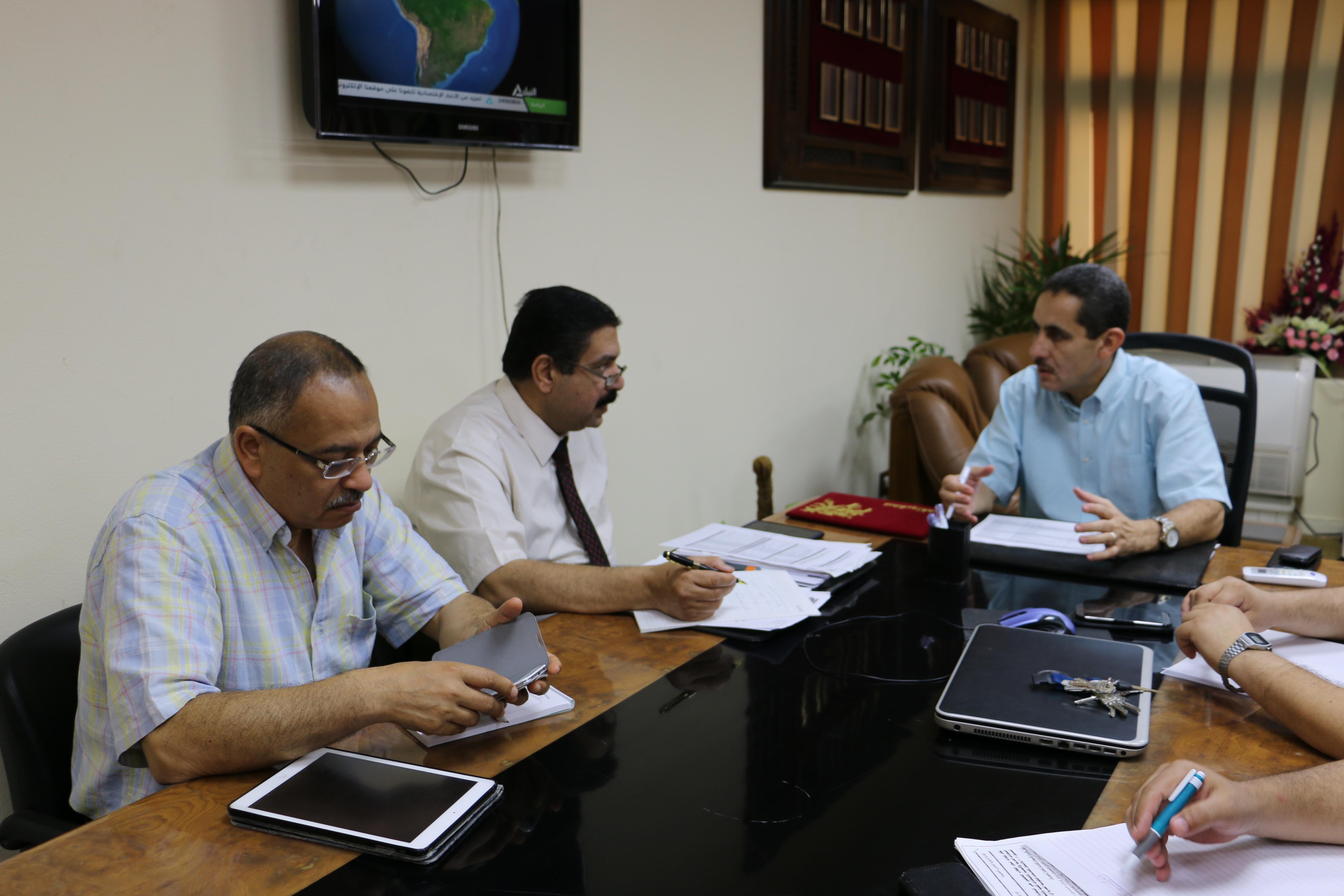 نائب رئيس الجامعة يستمر بعقد اجتماعات إعداد التنسيق الالكتروني بجامعة قناة السويس