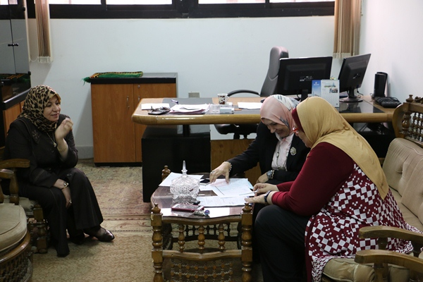 نائب رئيس الجامعة للدراسات العليا والبحوث بزيارة تفقدية لمركز التطوير