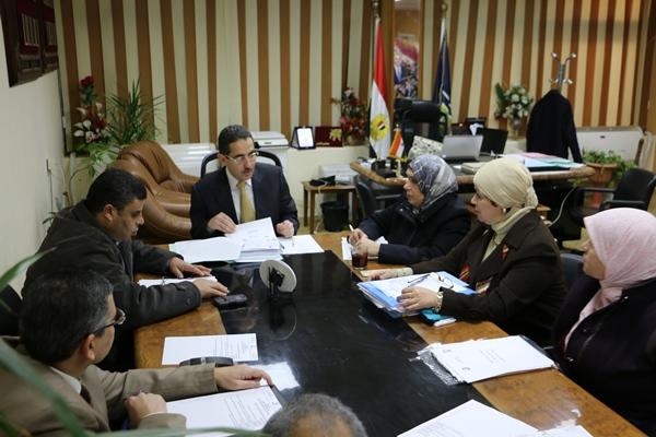 اجتماع نائب رئيس جامعة القناة مع لجنة مراجعة اللوائح بالكليات
