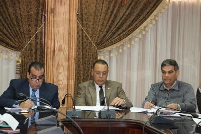 رئيس جامعة القناة يجتمع بمجلس إدارة المستشفى التخصصي