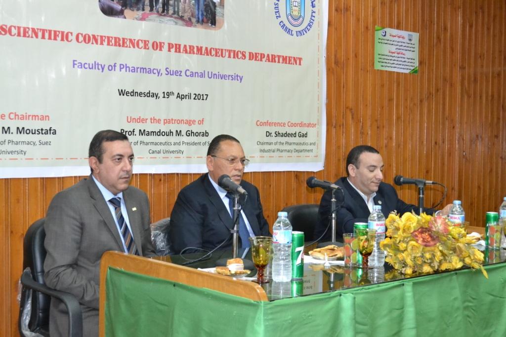 رئيس جامعة قناة السويس  يشهد افتتاح المؤتمر الثالث لقسم الصيدلانيات