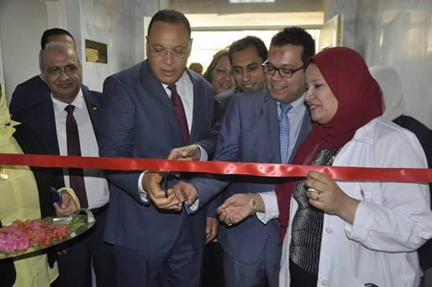 رئيس جامعة قناة السويس يفتتح وحدة عمليات الطوارئ الجديدة بالمستشفى الجامعى