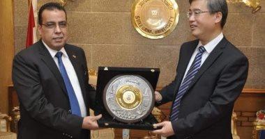 رئيس جامعة قناة السويس يستقبل رئيس جامعة دونج خوا الصينية <br>المصدر: اليوم السابع