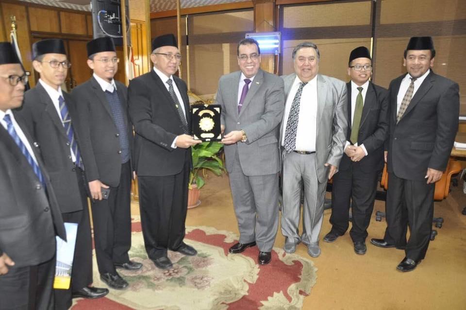 رئيس جامعة قناة السويس يستقبل السفير الإندونيسي ووفد رؤساء المعاهد الاندونيسية.