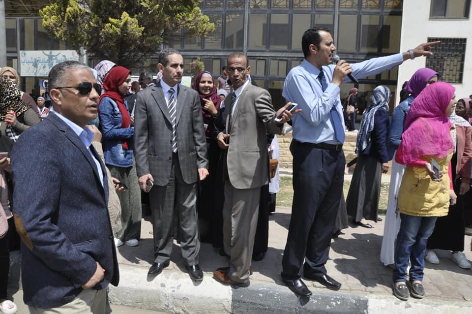 المحاسب الاستاذ/ سمير النجار امين عام جامعة القناة:- -٩٠% من قوة الإداريين بالجامعة….خرجت للتصويت في الاستفتاء على التعديلات الدستورية ٢٠١٩