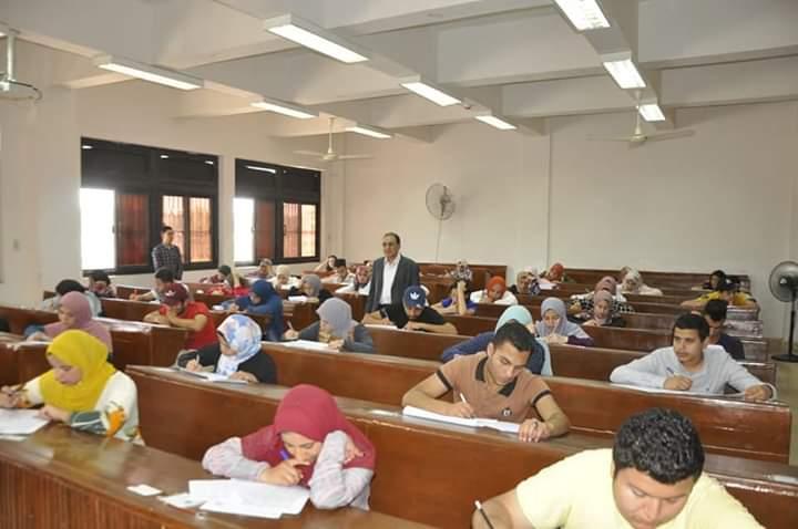 طلاب الفرقة الأولى بكلية السياحة والفنادق جامعة قناة السويس ينتهوا من أعمال امتحانات الفصل الدراسي الثاني