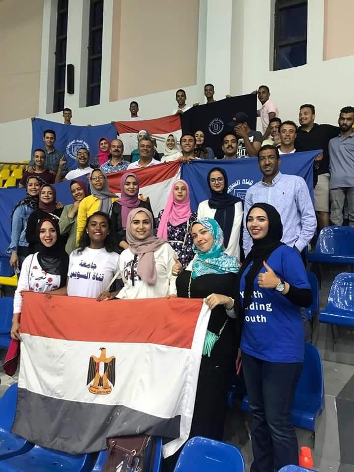 طلاب جامعة القناة في صفوف مشجعى منتخب مصر ببطولة العالم لكرة الطائره للناشئات