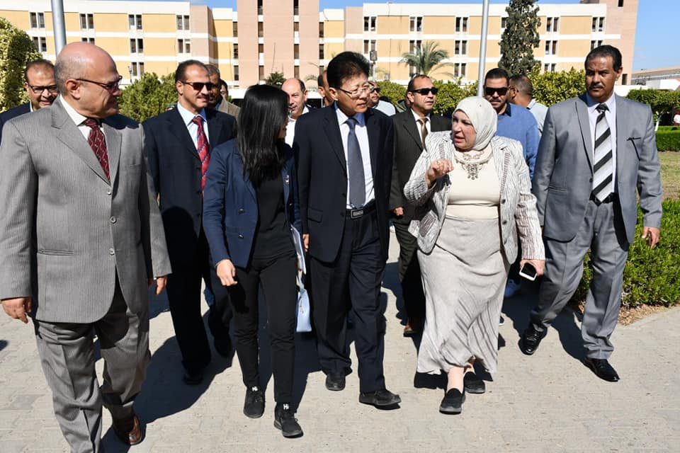 Prof. Magda Hagras Suez Canal University President and Han Ping Economic and Commercial Chancellor on a demonstration tour inside the University Hospital
